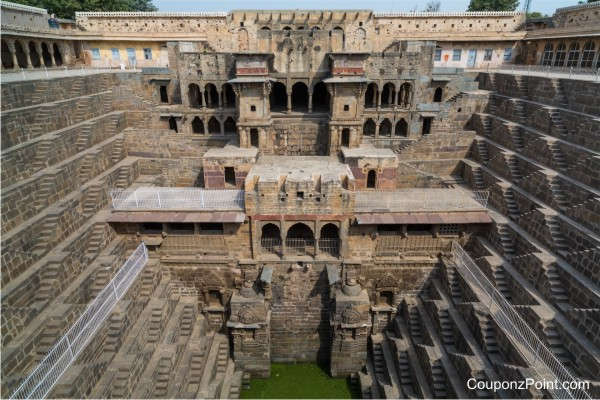 chand-baori-places-to-visit-in-jaipur